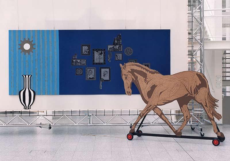 lino 9, DH-binnenstebuiten, lino-cut, 400x215x175 cm., photo by Hein van Liempd
