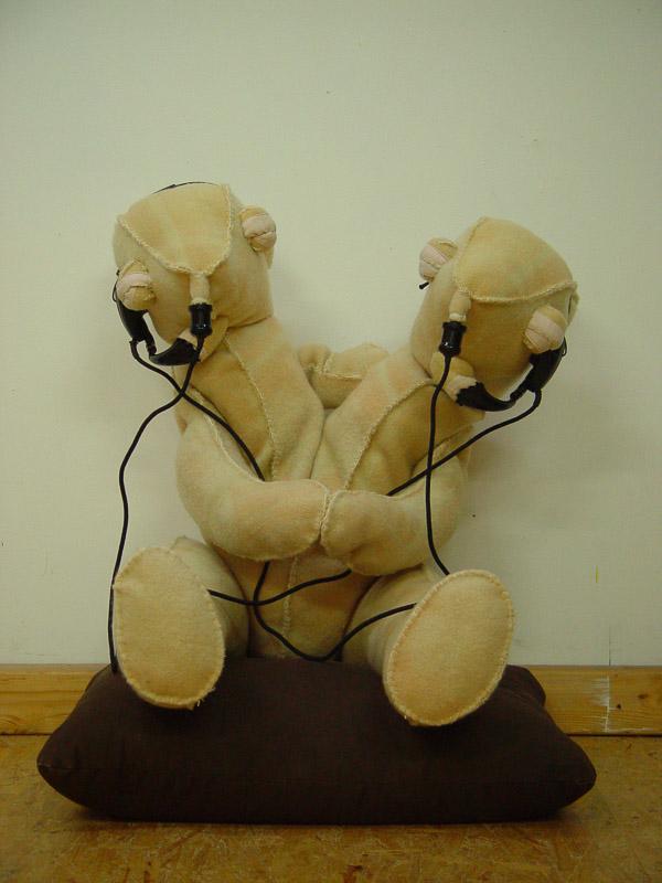 Twins, teddy bears,  blanket statue, 2008, 90x80x60 cm.