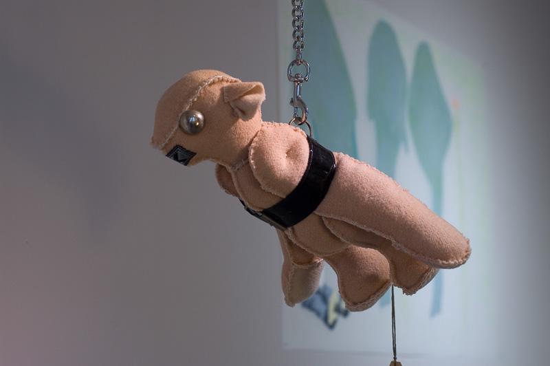 Plane, teddybears, blanket statue, 2008, 15x20x50 cm.